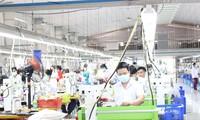 Tặng 3.000 bộ đồ bảo hộ cho các bệnh viện chống dịch Covid-19