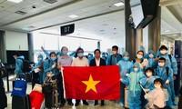 Đón công dân Việt Nam từ Hoa Kỳ về nước