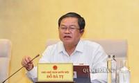 Ủy ban Thường vụ Quốc hội thảo luận về việc tách Luật Giao thông đường bộ thành 2 dự án Luật