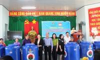 Chủ tịch Quốc hội trao 2.000 bồn chứa nước cho người dân vùng hạn mặn tỉnh Cà Mau