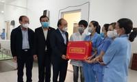 Lãnh đạo Đảng, Nhà nước, Chính phủ thăm và tặng quà Tết tại các địa phương