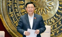 Chủ tịch Quốc hội Vương Đình Huệ làm việc với Thường trực Ủy ban Kinh tế