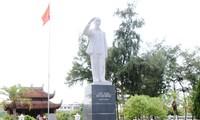 Tượng đài Chủ tịch Hồ Chí Minh giữa biển trời Đông Bắc