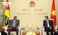 Bộ trưởng Bộ Công an Tô Lâm tiếp Đại sứ Mozambique tại Việt Nam
