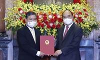 Chủ tịch nước Nguyễn Xuân Phúc trao Quyết định về nhân sự
