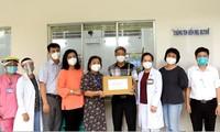 Thành phố Hồ Chí Minh thăm, tặng quà cho trẻ em có người thân mất do COVID-19