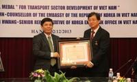 Советнику посольства РК во Вьетнаме вручена памятная медаль