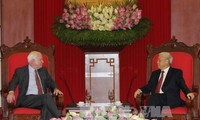 Генсек ЦК КПВ Нгуен Фу Чонг принял делегацию американских сенаторов