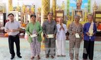Комитет по делам юго-западного региона СРВ поздравил кхмеров в провинции Хаузянг с «Чол Чнам Тхмей»