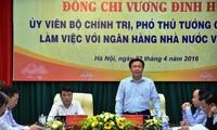 Выонг Динь Хюэ провёл рабочую встречу с руководителями Госбанка Вьетнама