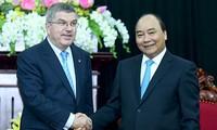 Премьер-министр СРВ Нгуен Суан Фук принял глав МОК и ОСА