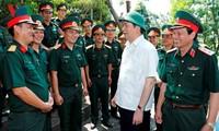 Президент СРВ Чан Дай Куанг встретился с офицерами и солдатами в провинции Нгеан