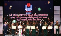В Ханое вручена премия Вьетнама за научно-технологические достижения в 2016 году