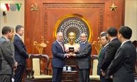Секретарь парткома города Хошимина принял министра обороны США Джеймса Мэттиса