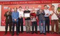 Группа представителей интеллигенции ханойского района Хадонг - защитники королевских указов