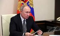 Владимир Путин поручил оценить эффективность вакцин против новых штаммов COVID-19