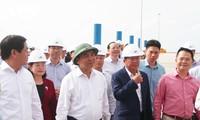 Премьер-министр Нгуен Суан Фук посетил кластер контейнерных портов Каймеп-Тхивай