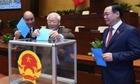 Парламент освободил Нгуен Фу Чонга от должности президента