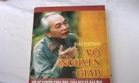 """បង្ហាញមុខសៀវភៅ""""នាយឧត្តមសេនីយ៍ Vo Nguyen Giapជាមួយបុព្វហេតុ វិទ្យាសាស្រ្តអប់រំបណ្តុះបណ្តាល"""