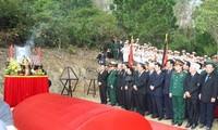海外越侨代表团上香缅怀武元甲大将