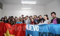阿根廷大学生关心了解越南