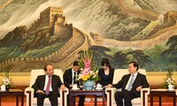 阮春福会见中国全国人大常委会委员长张德江