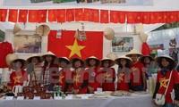 越南传统产品参加印度国际慈善义卖会