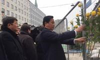 越南国会代表团献花悼念瑞典恐袭案遇难者
