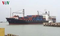 岘港港迎来第一批货物