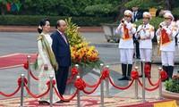 阮春福与缅甸国务资政昂山素季举行会谈