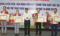 岘港对参加2018雅加达亚运会的教练员和运动员进行表彰