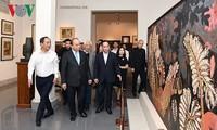 阮春福:越南美术博物馆要更加努力搜集和保护实物