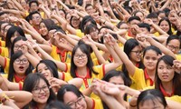胡志明市青年启动春季志愿者及文明春节活动
