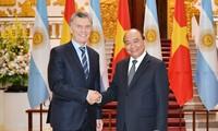越南政府总理阮春福会见阿根廷总统马克里