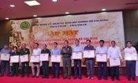 越南老青年突击队员为开辟长山小道做出积极贡献