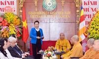 阮氏金银看望越南佛教教会中央治事委员会