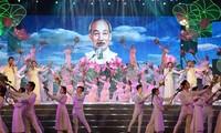 越南各地纷纷举行活动   纪念胡志明主席诞辰129周年