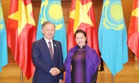 越南与哈萨克斯坦:继续在世界和地区论坛上互相配合、互相支持