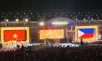 越南接过第31届东南亚运动会会旗
