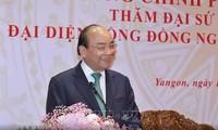 越南政府总理阮春福会见旅居缅甸越南人代表