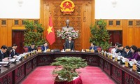 越南政府总理阮春福指导春节准备工作,让民众过一个舒心年