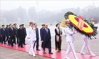 越南党和国家领导人春节前入陵瞻仰胡志明主席遗容
