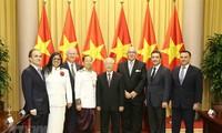 越共中央总书记、国家主席阮富仲接受各国新任驻越大使递交国书