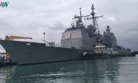 美国海军航母舰队停靠岘港市仙沙港