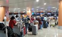 把正在缅甸的240名越南公民接回国
