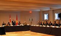 Phó Thủ tướng Vũ Văn Ninh thăm thành phố Toronto, Canada