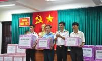 Đoàn công tác vùng 4 hải quân thăm và tặng quà tết cho cán bộ, chiến sĩ đảo Nam Yết