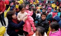 Mang Tết sớm đến với trẻ em nghèo ở Cao nguyên đá Đồng Văn