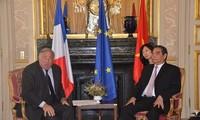 Thường trực Ban bí thư Lê Hồng Anh hội kiến một số chính đảng trong Thượng viện Pháp