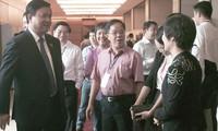 Các đại biểu Quốc hội cân nhắc về chủ trương xây dựng cảng hàng không quốc tế Long Thành